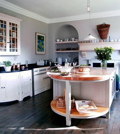 кухня деревянная с островом