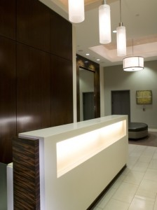 lada-recepcyjna-w nowoczesnym-hotelu-224x300