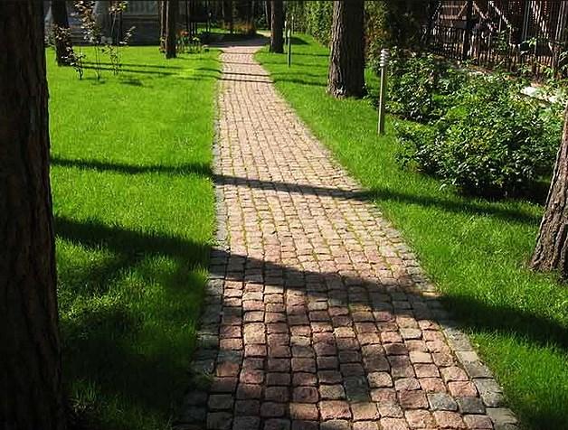 Садовые дорожки из камня — что выбрать? Гранит, гравий, сланец…