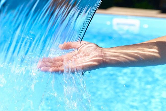 чистить бассейн от водорослей