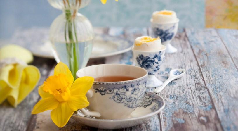 Красивая посуда с цветочным узором