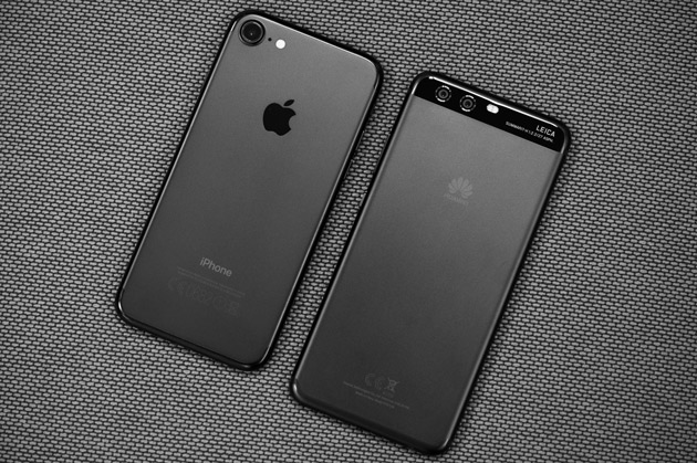 iPhone 7 (слева), Huawei P10 (справа)