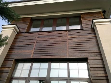 фасад дома из доски ясеня. фото