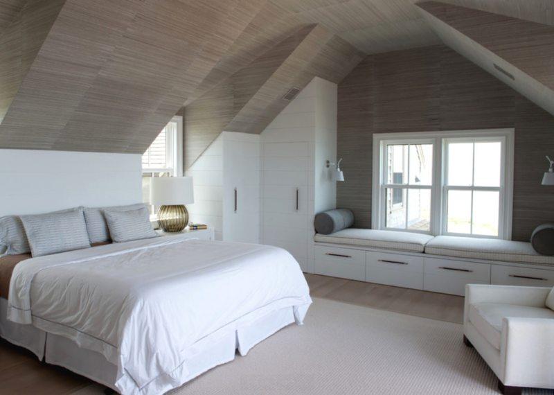 Особенности обустройства спальни на мансарде
