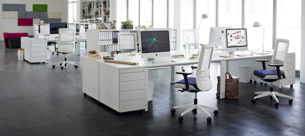 качественое офисное кресло в кабинет