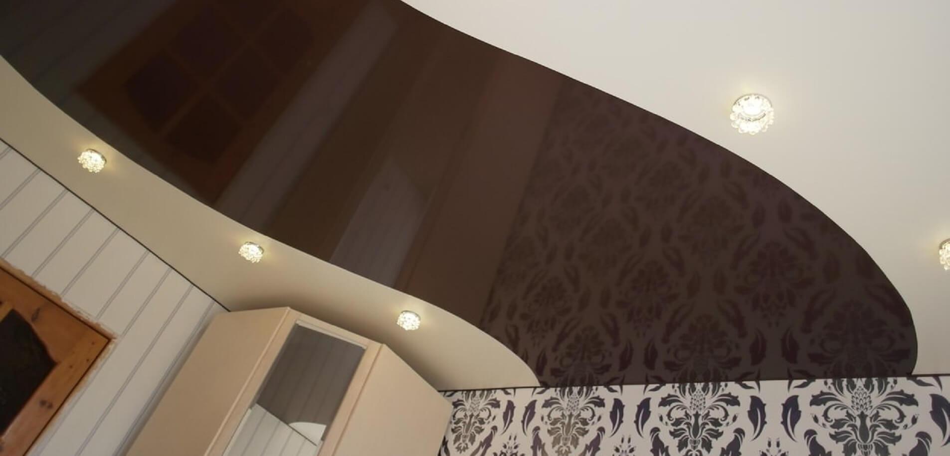 натяжные потолки одноуровневые комбинированные фото