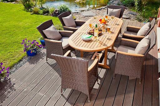 красивая деревянная мебель для сада