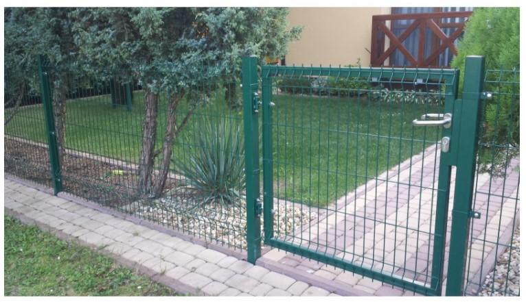 Зеленый 3Д забор с калиткой