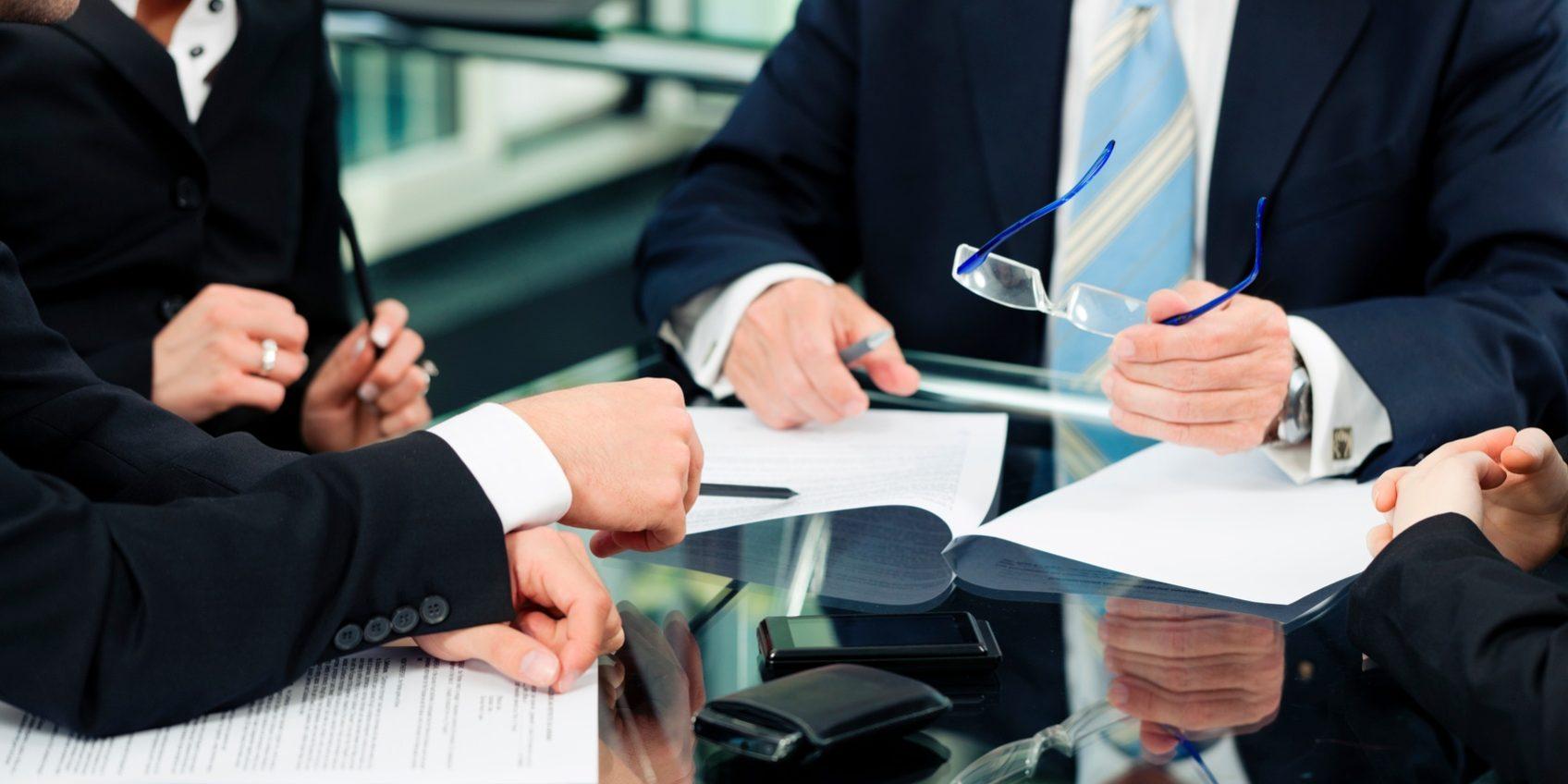 Как воспользоваться услугами юриста и адвоката