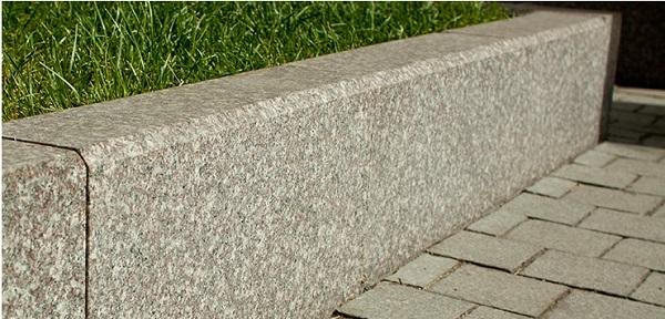 Преимущества бордюрного камня из гранита