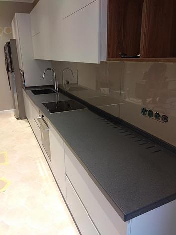 искусственный камень Staron в интерьере кухни