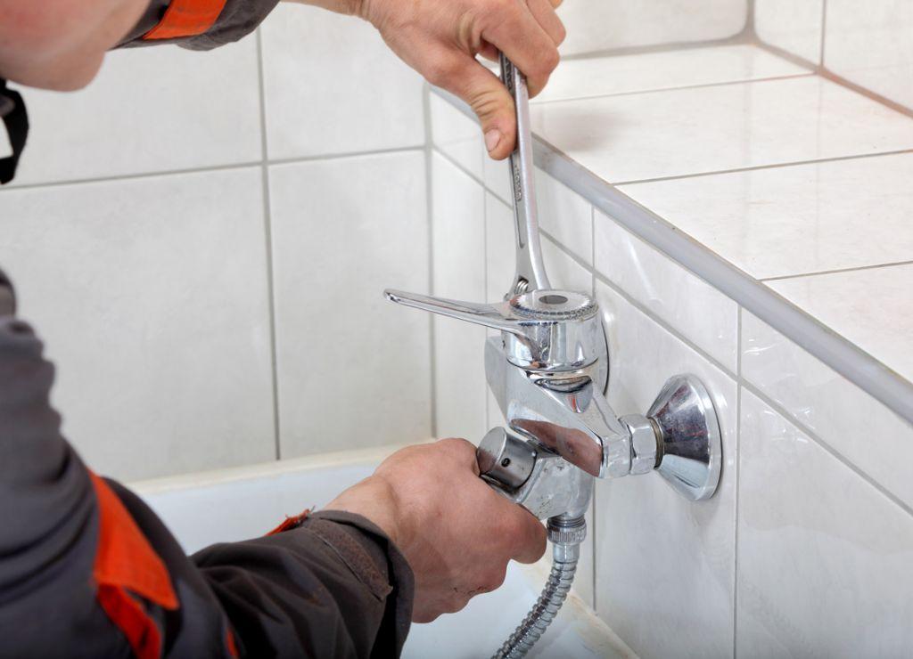 Устанавливаем смеситель в ванной комнате своими руками. Инструкция