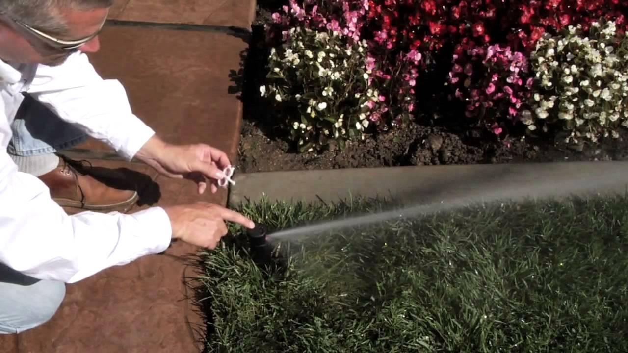 Как отрегулировать головки дождевателей для газонов