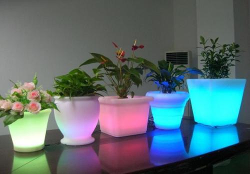 Кашпо с подсветкой в интерьере